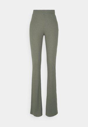 NMPASA FLARED PANTS  - Bukse - kalamata