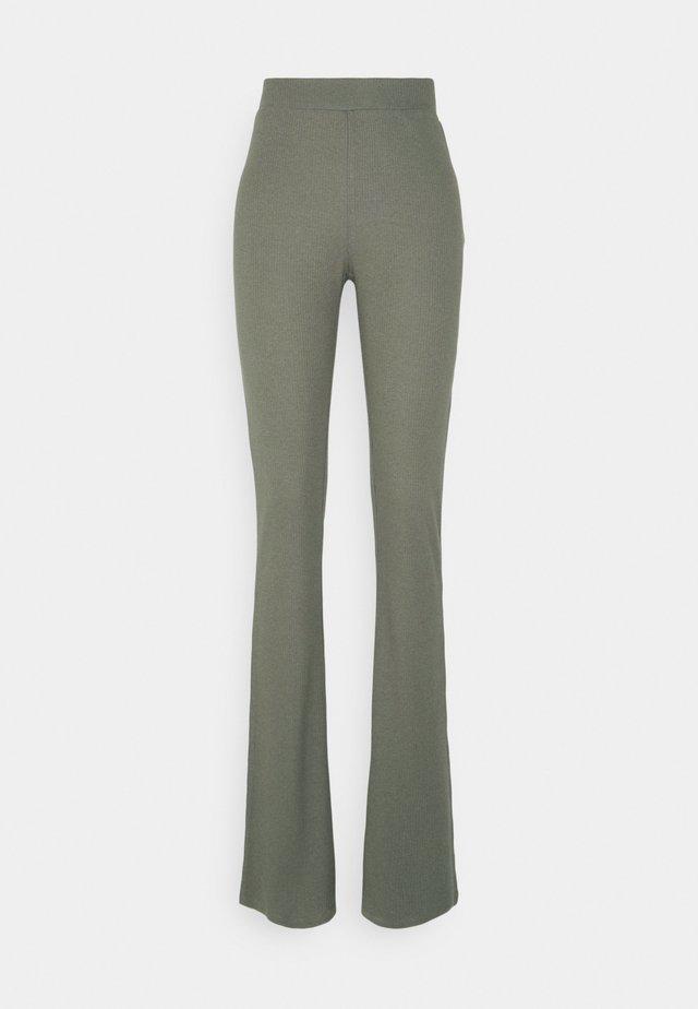 NMPASA FLARED PANTS TALL - Bukse - kalamata