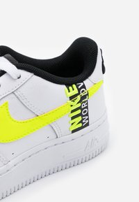 Nike Sportswear - AIR FORCE 1 LV8 UNISEX - Trainers - white/barely volt/volt/black - 5