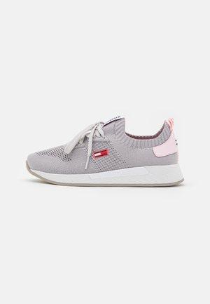 TECHNICAL FLEXI RUNNER - Sneakersy niskie - sterling grey