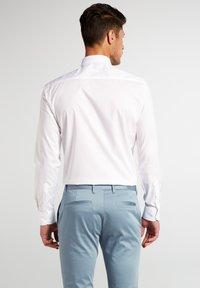 Eterna - UNI STRETCH SLIM FIT - Kostymskjorta - white - 1
