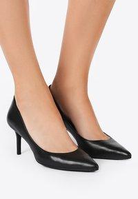 Lauren Ralph Lauren - SUPER SOFT LANETTE - Classic heels - black - 0