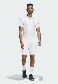adidas Performance - ERGO SHORT - Sportovní kraťasy - white / scarlet - 1
