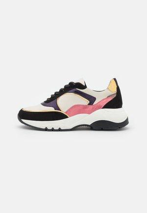 GLADDIE - Sneakers laag - ivoire/noir