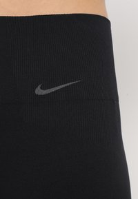 Nike Performance - STUDIO - Legging - black/thunder grey - 5