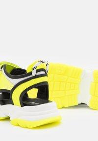 MSGM - UNISEX - Sandals - white/neon yellow - 5
