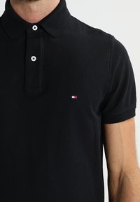 Tommy Hilfiger - PERFORMANCE SLIM FIT - Piké - black - 3
