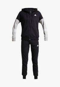 black/medium grey heather/white