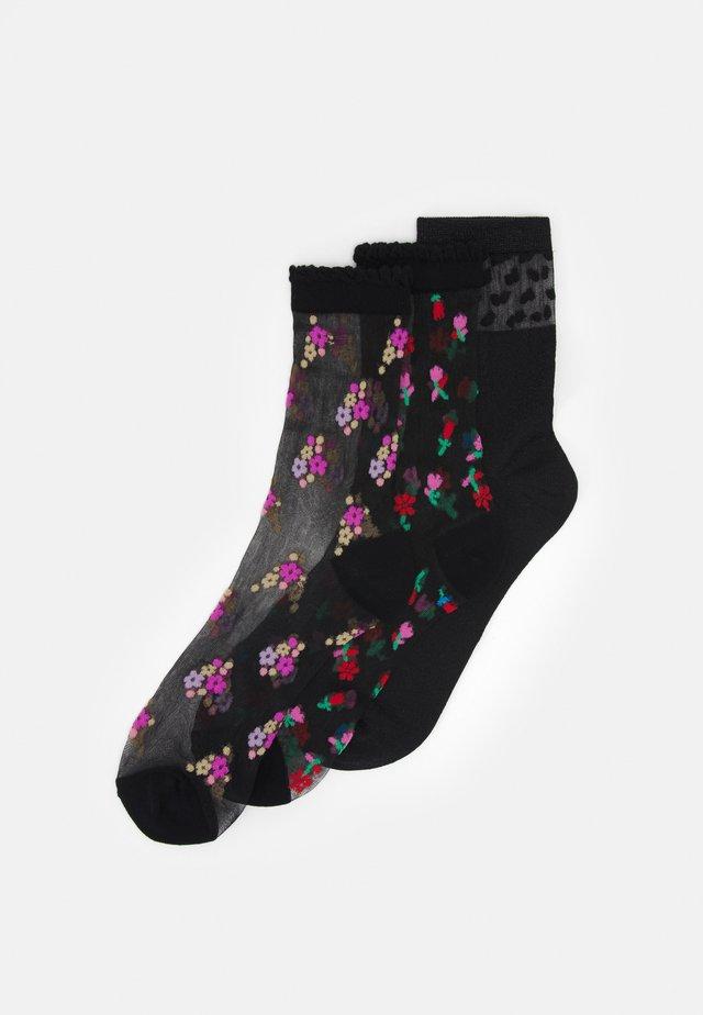 VMNETTY SOCKS 3 PACK - Socks - black/red