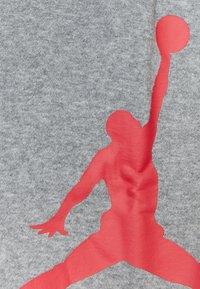 Jordan - JUMPMAN LOGO PANT - Tracksuit bottoms - carbon heather - 3