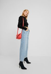 Glamorous Petite - CROPPED JUMPER WITH PUFF LONG SLEEVES AND HIGH ROU - Jumper - black - 1