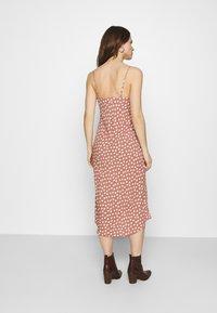 Abercrombie & Fitch - WIDE STRAP SLIP MIDI DRESS - Sukienka letnia - rust - 2