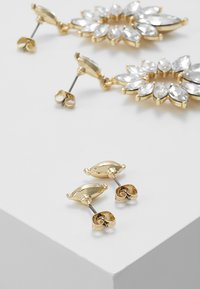 Pieces - Oorbellen - gold-coloured - 2