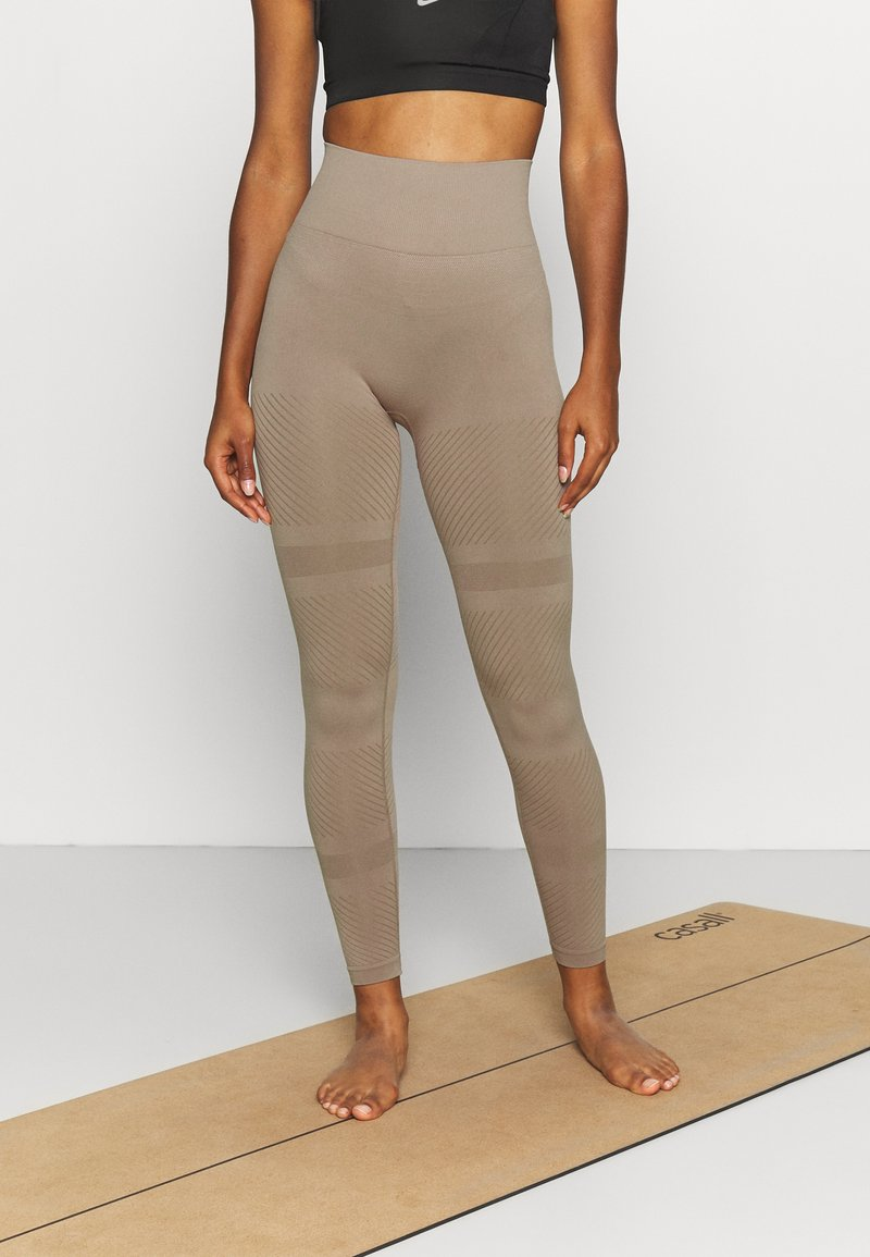 Casall - SEAMLESS BLOCKED - Tights - taupe grey