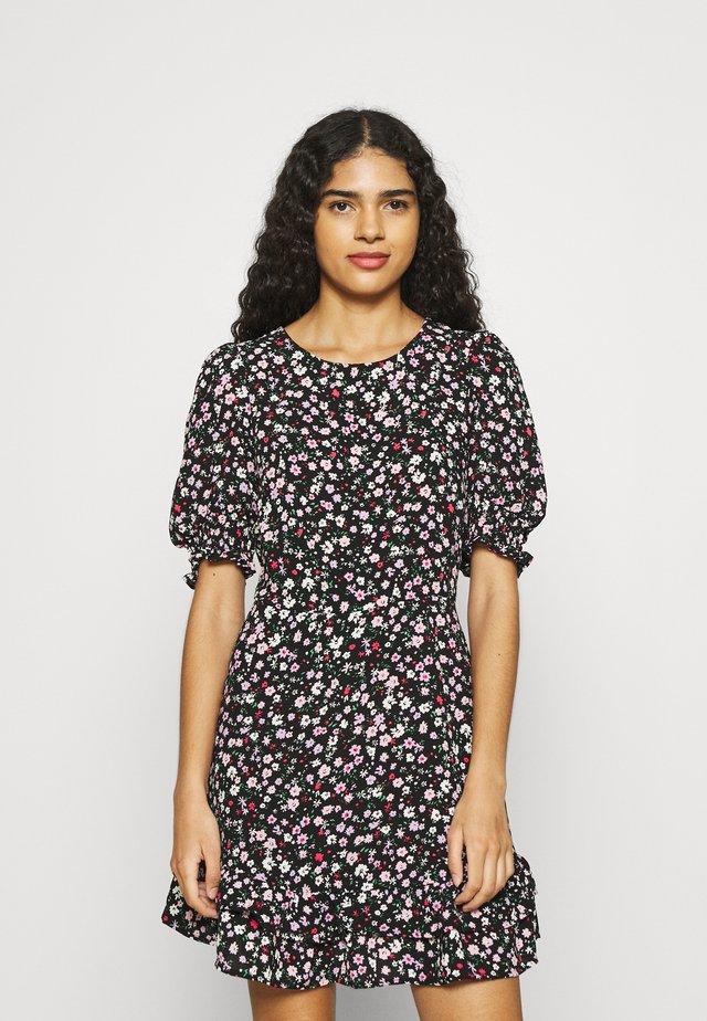 DOUBLE FRILL HEM MINI DRESS DITSY PRINT - Denní šaty - black