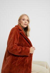 ONLY Tall - ONLASHLEY COAT TALL - Płaszcz wełniany /Płaszcz klasyczny - picante - 3