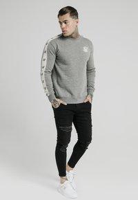SIKSILK - PANELED CREW NECK - Sweatshirt - grey marl - 1