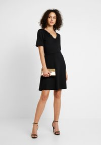 Vila - VIRYLIE DRESS - Jerseykjole - black - 2