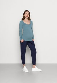 Dorothy Perkins Maternity - OVER BUMP JOGGER - Tracksuit bottoms - navy - 1