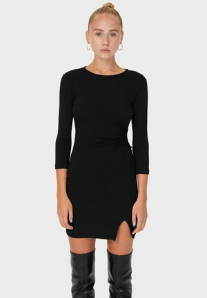 MIT SCHLITZ - Shift dress - black