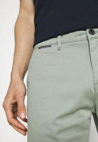 TOM TAILOR DENIM - Shorts - greyish shadow olive - 4