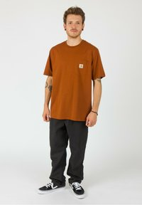 Carhartt WIP - Basic T-shirt - brandy - 1