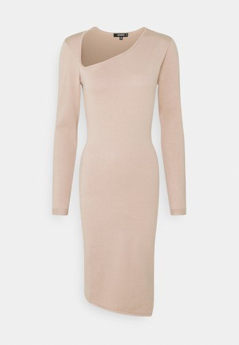 ASYMMETRIC NECK AND HEM MIDI DRESS - Strikket kjole - pink