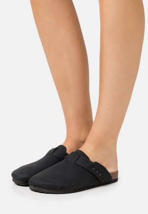 REX STUD CLOSED TOE MULE - Tøfler - black