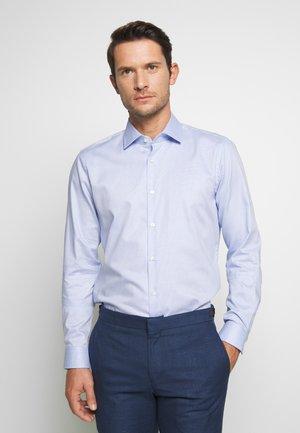 SANTOS - Kostymskjorta - light blue