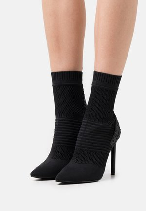 DANZER - Classic ankle boots - black
