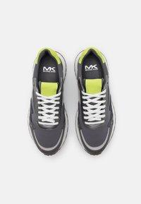 Michael Kors - MILES - Tenisky - greyhound - 3