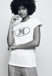M Missoni - Print T-shirt - white - 4