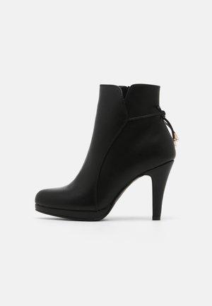 COMFORT - Ankelboots med høye hæler - black