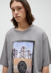 PULL&BEAR - Print T-shirt - dark grey - 3