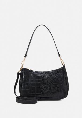 PCDANA SHOULDER BAG - Handbag - black/gold