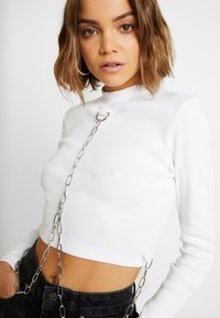 The Ragged Priest - ERASE CROP - Long sleeved top - white - 3