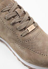 Mexx - CIRSTEN - Sneakersy niskie - taupe - 2