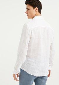 WE Fashion - SLIM-FIT - Koszula - white - 2