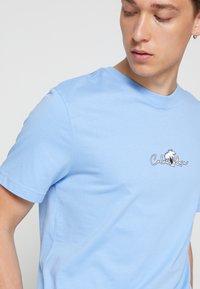 Calvin Klein - SUMMER CENTER LOGO - T-Shirt print - blue - 4