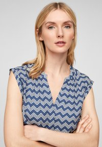 s.Oliver - Blouse - faded blue zic zac stripes - 3
