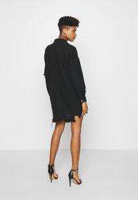 Missguided - SUPER DISTRESS DENIM DRESS - Denimové šaty - black - 2