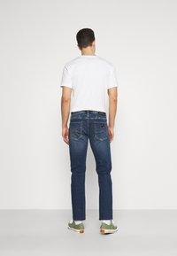 Armani Exchange - 5 POCKET PANT - Slim fit jeans - indigo denim - 2