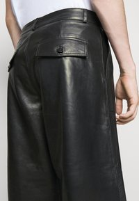 Holzweiler - TEFF TROUSER  - Leather trousers - black - 3