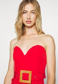 Missguided - BANDEAU PLUNGE BELTED PLAYSUIT - Combinaison - red