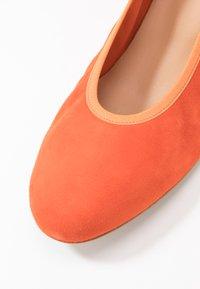PERLATO - Classic heels - orange - 2