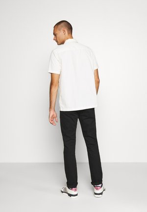 STUART PEACHED WITH GIVE AWAY BELT - Chinos - black