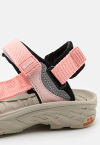 Hi-Tec - ULA RAFT JR - Walking sandals - mellow rose - 5