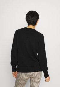 GAP - CROSSOVER V NECK - Stickad tröja - true black - 2