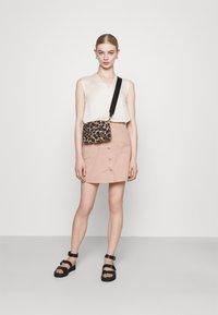 ONLY - ONLRAZZLE SKIRT - Mini skirt - misty rose - 1