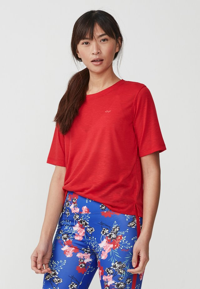 SHEER TEE - Print T-shirt - red